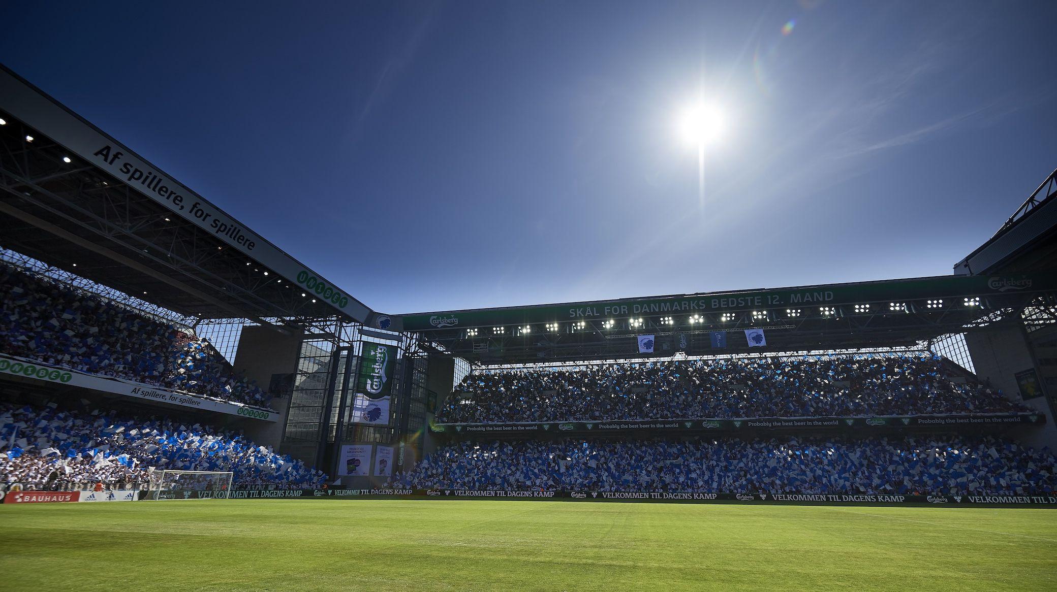 fodboldkamp i parken