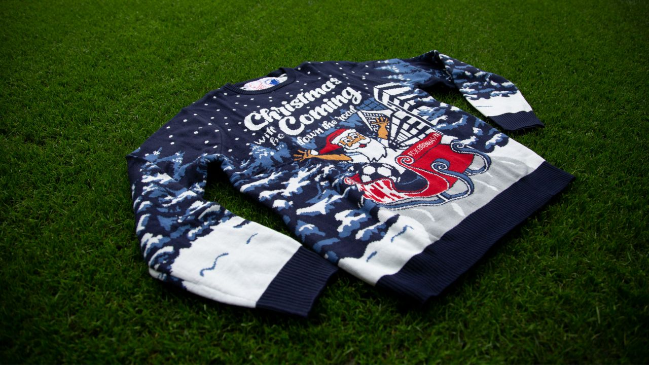 Årets julesweater er landet i Fanshoppen!