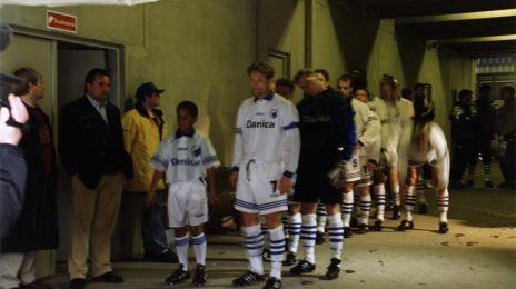 Holdet står klar i spillertunnelen