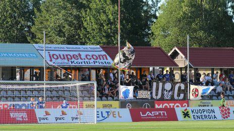 Medrejsende fans i Kuopio