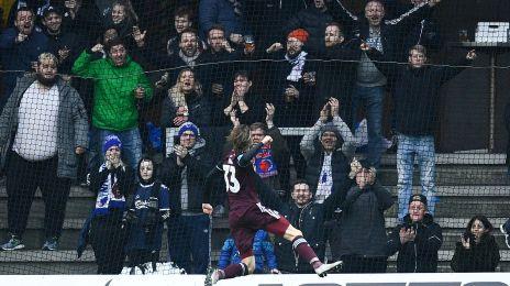 Falk jubler foran fansene