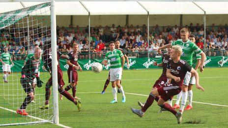 Victor Nelsson tæt på at score