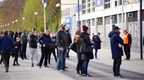 Fans uden for Parken