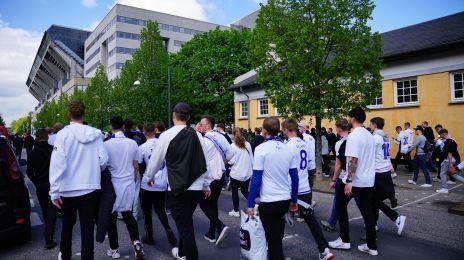 Fans på vej til Parken