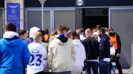 Fans foran Parken