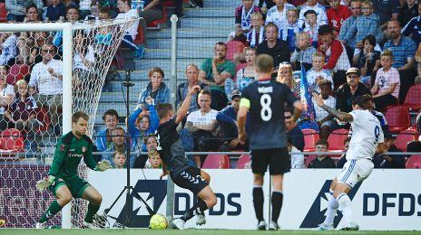 Federico Santander scorer til 1-0 imod AaB.