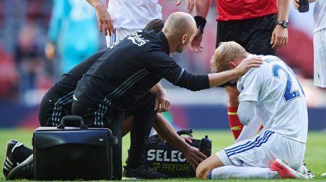Nicolai Boilesen behandles for en skade, der viste sig at være et brækket brystben