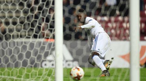 Danny Amankwaa sender bolden på stolpen