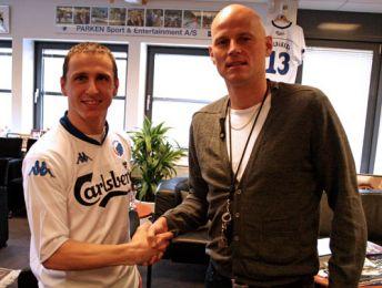 Zdenek Pospech skriver kontrakt med F.C. København