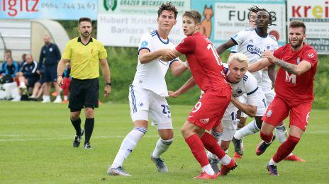Jonas Wind, Victor Nelsson og Dame N'Doye slås om bolden