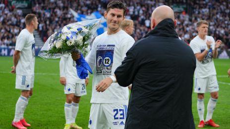 Jonas Wind får blomster for sine 100 kampe for klubben