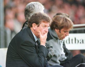 Roy og Carsten bekymrede på bænken.