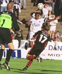 Zuma header mod mål - men uden resultat.