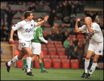 Ståle saluterer Todis mål til 1-0...