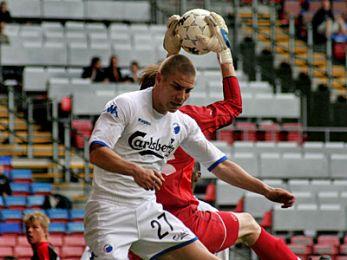 Martin Bernburg i nærkamp med Ola Tidman. © FCK.DK