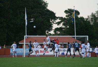 Gravgaard header bolden væk - © FCK.DK