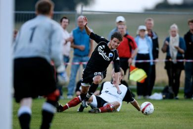 Danni Jensen - solid i defensiven og her med fremme og udfordre i Taarbæk-feltet