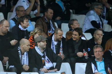 Glade FCK ansigter på tilskuerpladserne