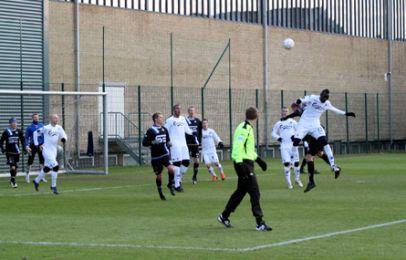 Pape Pate Diouf scorede et flot mål - her er han højt til vejrs efter et hjørnespark - foto: FCK.dk