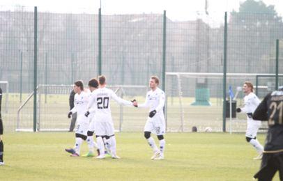 Johan Absalonsen bliver fejret efter sit mål til 2-0 -  foto: FCK.dk