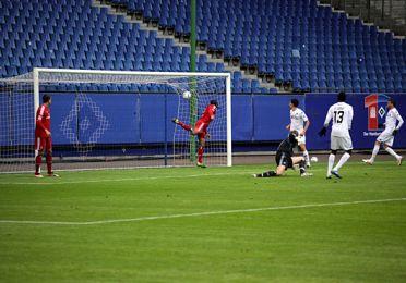 Pape Pate Diouf  bringer FCK foran 1-0 i 1. halvleg. Foto: FCK.dk